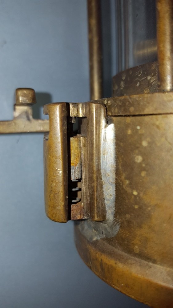 mining lamp lock